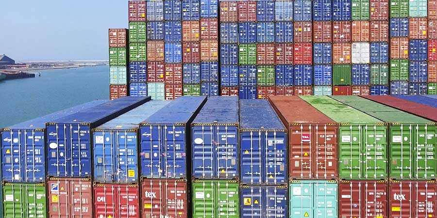 On board or on docks Handling, Stuffing, storage… Port logistics is our business.